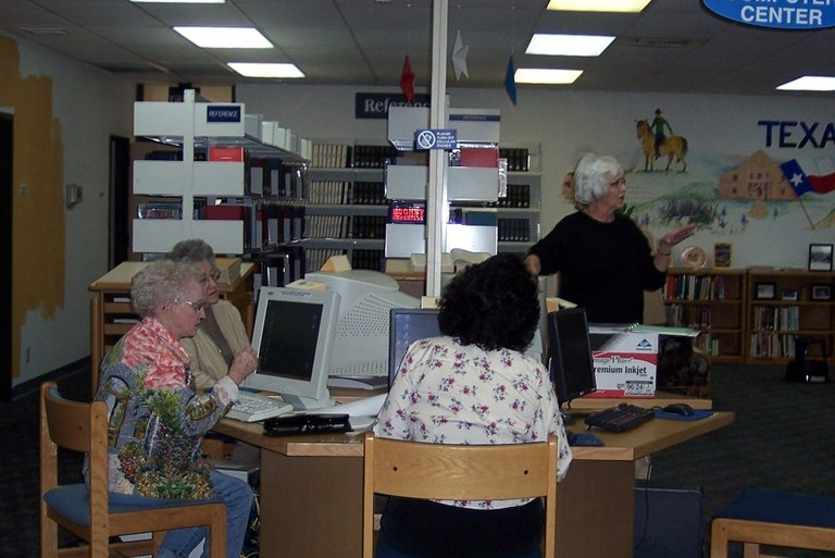 Lynne James computer class
